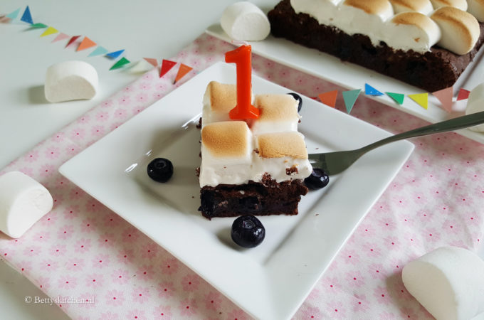 Bosbessen brownies met marshmallow topping