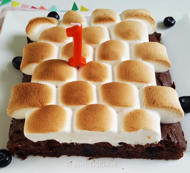 brownies met blauwe bessen en marshmallow topping