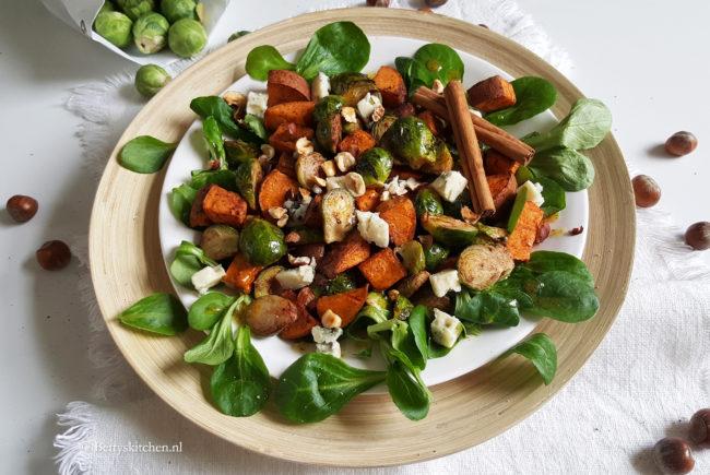 Geroosterde spruitjessalade met hazelnoot en bataat