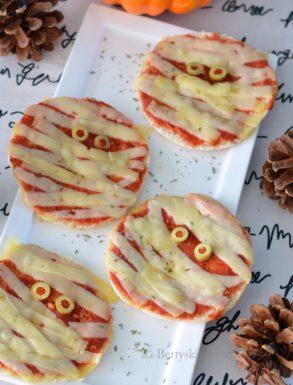 Pizza mummies voor halloween recept betty's kitchen