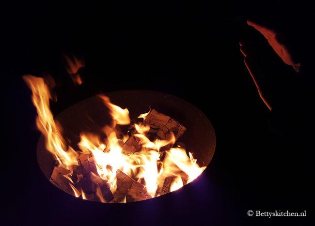 Opwarmen bij de vuurkorf