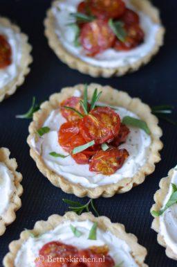 Tartelette met kerstomaten en fetaroom betty's kitchen