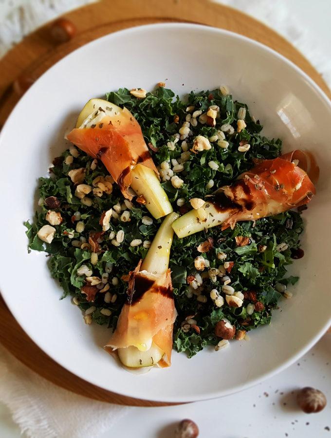 Boerenkool salade met peer, ham en gorgonzola