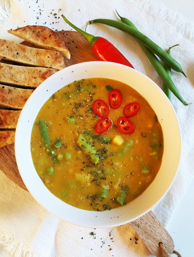 Indiase gele currysoep