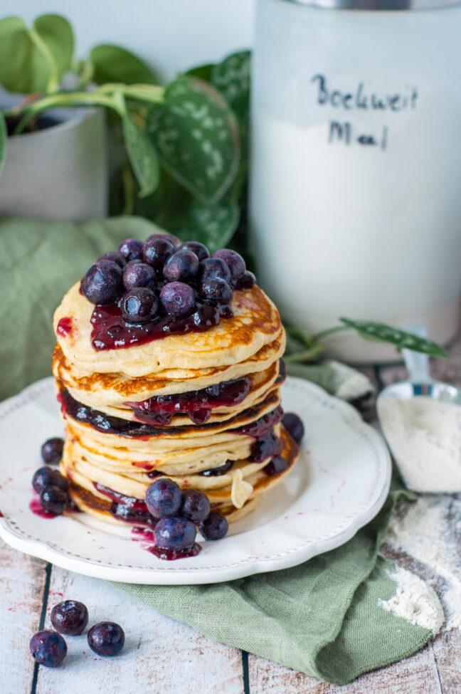 recept voor boekweit pannenkoekjes met karnemelk en blauwe bessen © bettyskitchen.nl