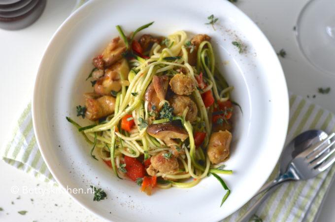 recept pasta courgetti met worst betty's kitchen