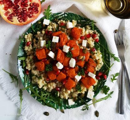 Salade parelgort met pompoen, feta en granaatappel