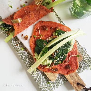 Homemade bietenwraps met geitenkaas guacamole