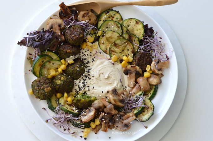 recept hummus Bowl met falafel en courgette betty's kitchen vegan recepten