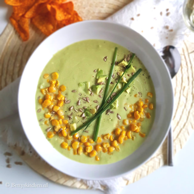 Avocadosoep met mais vegetarisch recept glutenvrij © bettyskitchen.nl