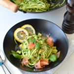 recept courgetti met zalm en avocado pasta gemaakt van courgette bettyskitchen.nl