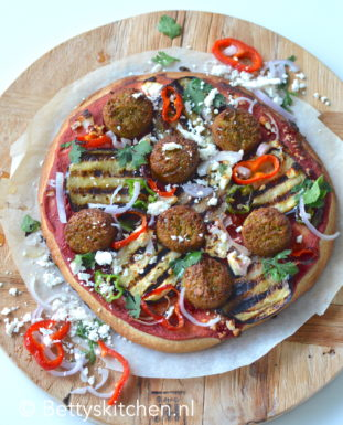 recept pizza met falafel en hummus vegetarisch recept betty's kitchen