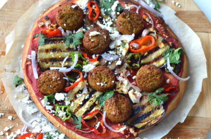 Pizza met Falafel en Hummus
