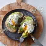 avocado op brood met ei recept betty's kitchen