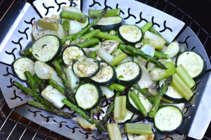 Groene groenten op de bbq