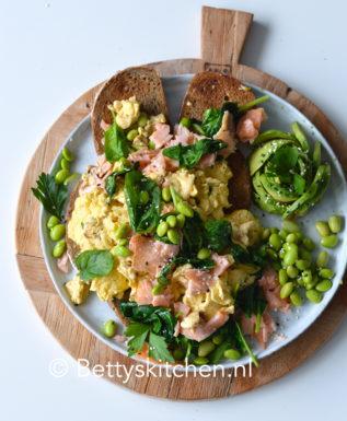 recept scrambled eggs met gerookte zalm recept © bettyskitchen.nl