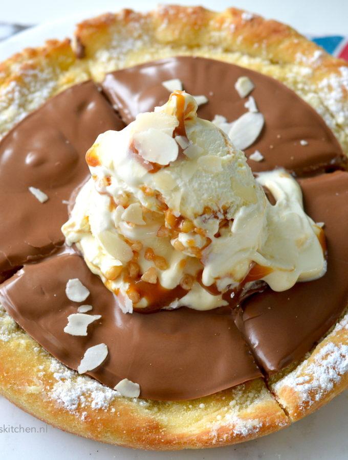pizza met chocolade domino's thuisbezorgd secret menu © bettyskitchen