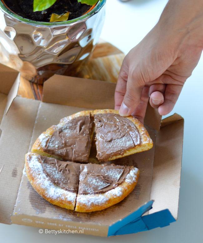 pizza met chocolade bij domino's | via secret menu ! | betty's kitchen