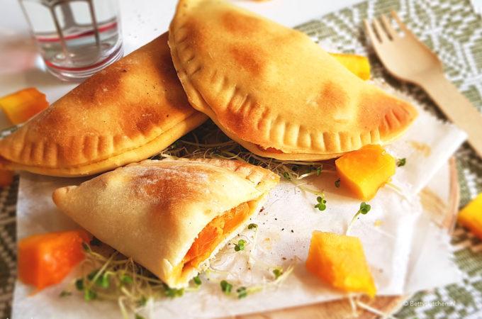 Samosa met papaja, muhammara en geitenkaas