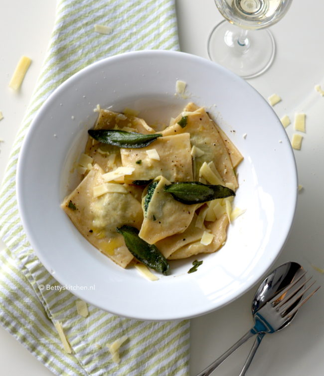 10x Vegetarische Pasta Recepten -recept Ravioli met spinazie en ricotta vegetarisch © betty's kitchen