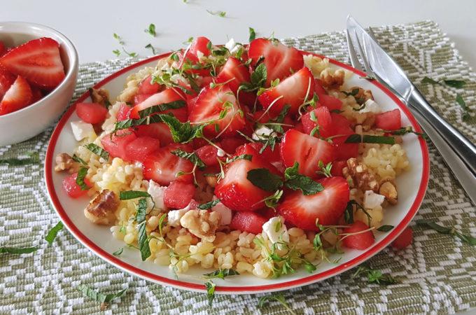 Bulgur salade met aardbeien en watermeloen