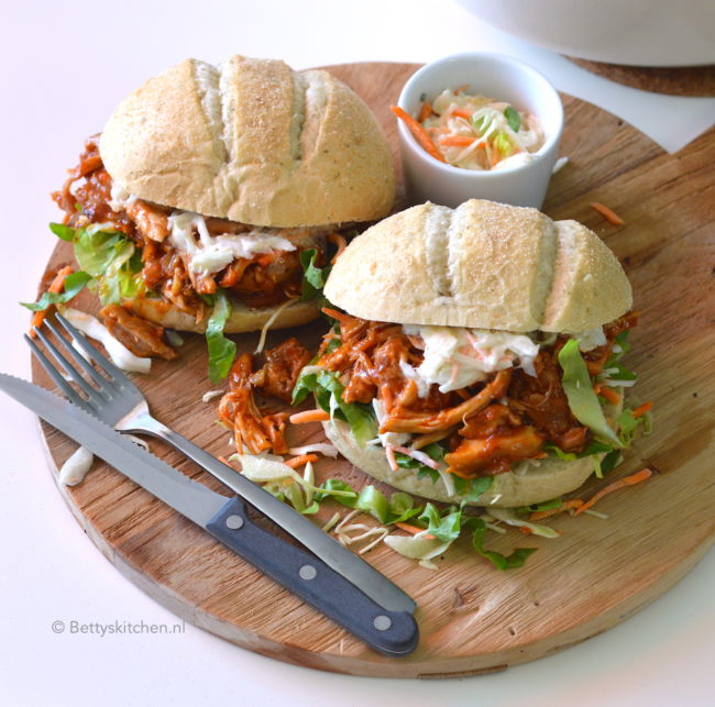 recept Pulled Chicken met BBQ saus maken kook video © bettyskitchen