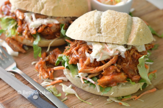 recept Pulled Chicken met BBQ saus maken kook video © bettyskitchen