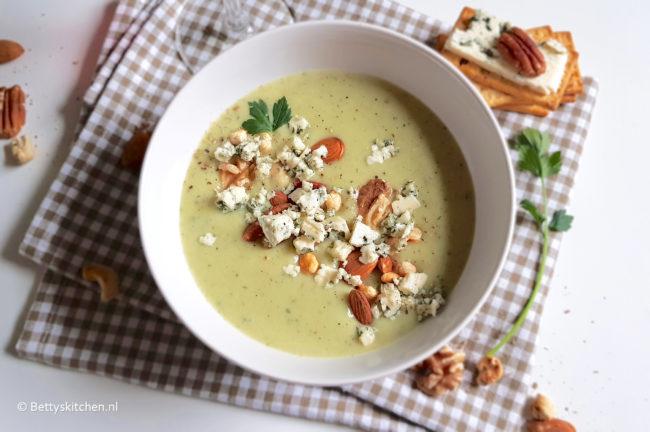 recept knolselderij soep met blauwe kaas en noten © bettyskitchen