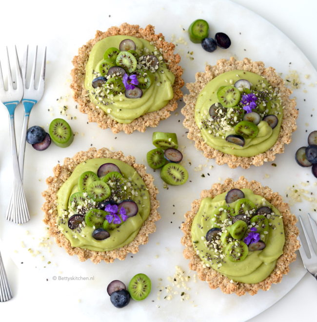 havermout taartjes met avocado room © bettyskitchen