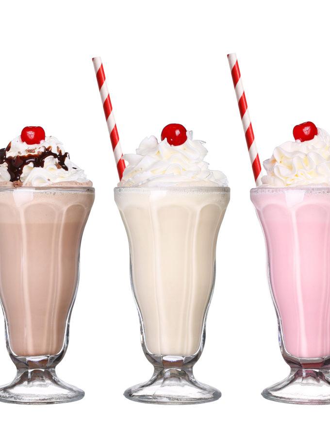 zelf milkshake maken met melk en room ijs