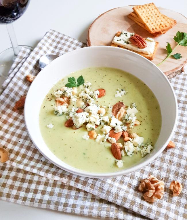 recept knolselderijsoep met blauwe kaas en noten © bettyskitchen.nl