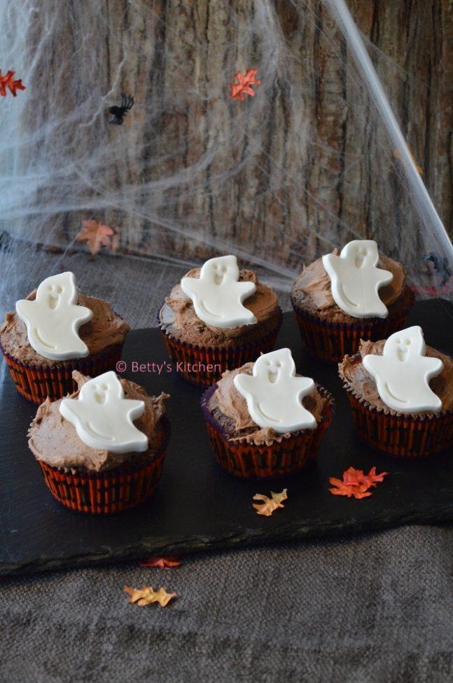 20x recepten voor Halloween (Zoet en Hartig) - halloween cupcakes met spookjes en chocolade