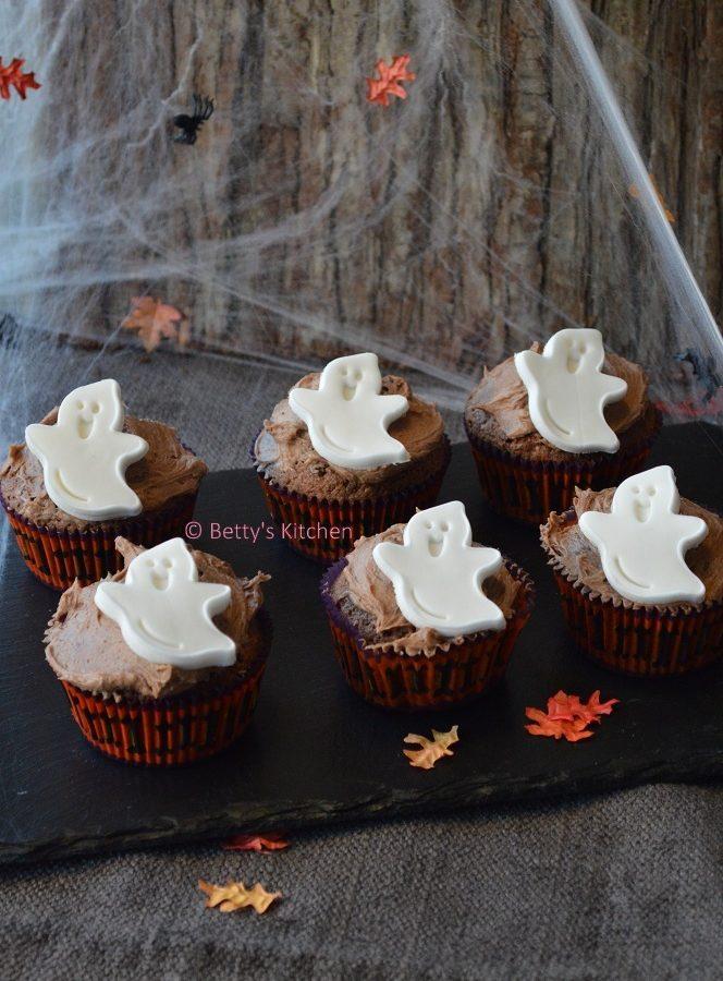 halloween cupcakes met spookjes en chocolade