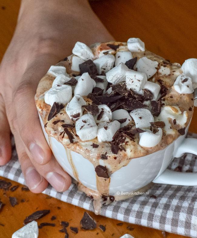 recept voor zelf warme chocolademelk maken © bettyskitchen.nl