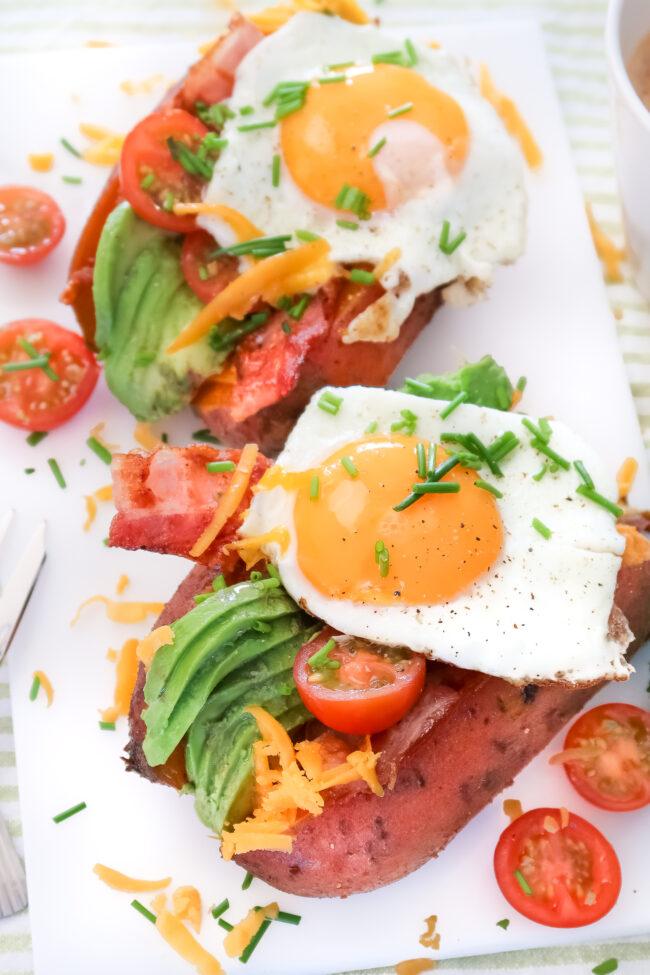 recept gepofte zoete aardappel ontbijt met eieren en bacon © Bettyskitchen.nl