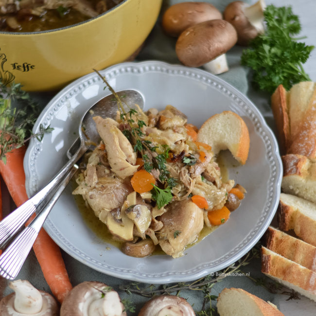 recept coq au vin kip in wijn saus © bettyskitchen.nl