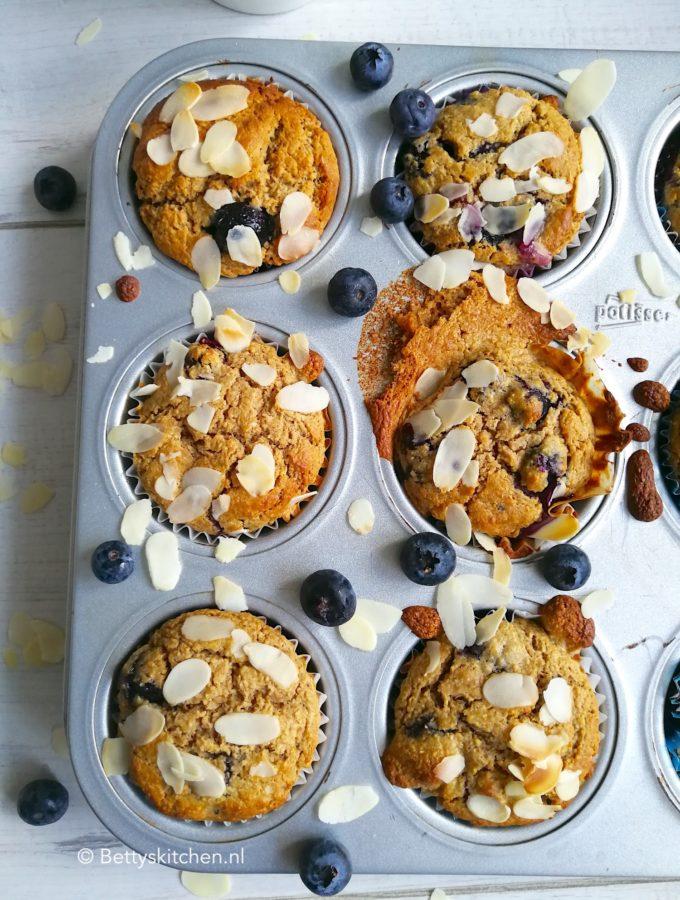 gezonde ontbijtmuffins met blauwe bessen en zonder banaan