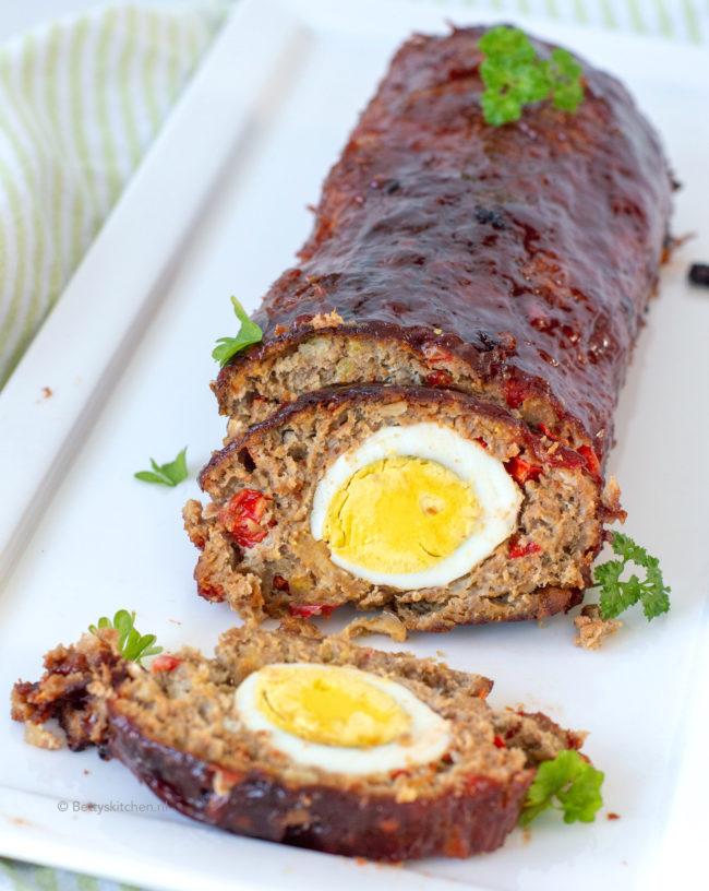 15x Paasbrunch recepten - recept meatloaf maken gehaktbrood met eitje in midden © bettys kitchen