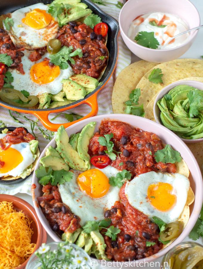recept huevos rancheros tortilla met eieren en tomatensaus Tex Mex style © bettyskitchen