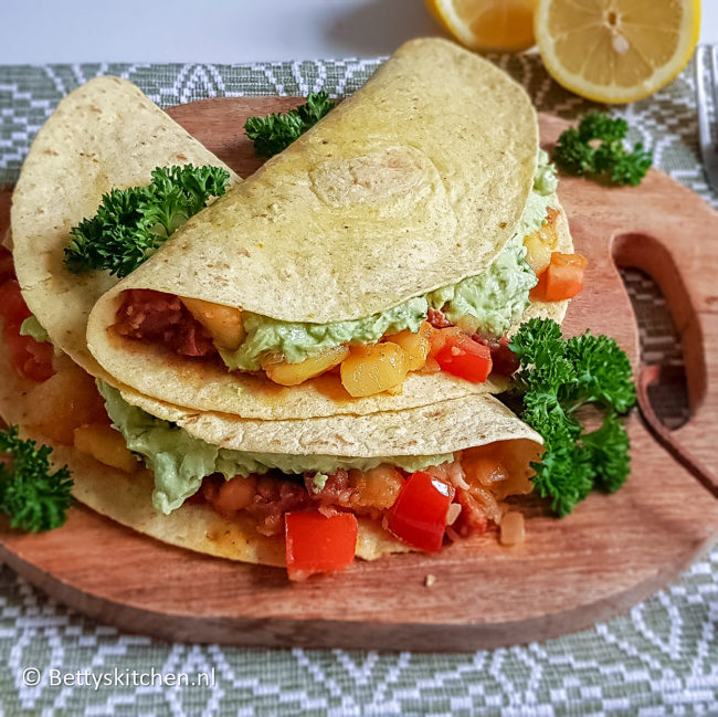 recept tortilla met chorizo en frisse avocado © bettyskitchen