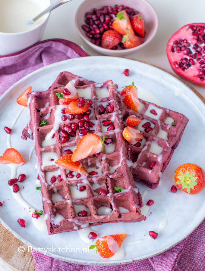 recept red velvet wafels met rood fruit en roomkaas © bettys kitchen