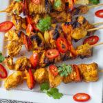 recept voor indiase kipspiesjes van de bbq met tikka masala kruiden