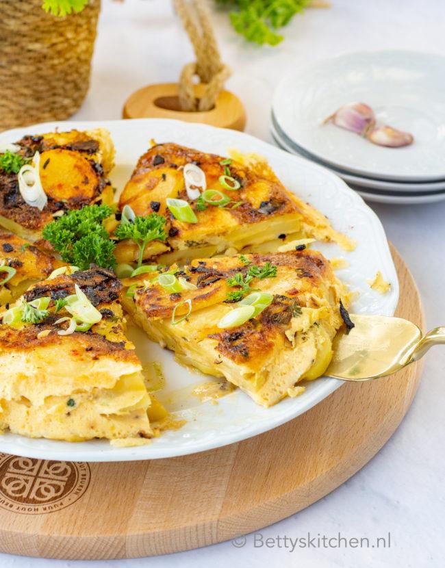 tapas recept spaanse tortilla met aardappel en ei maken © bettyskitchen.nl