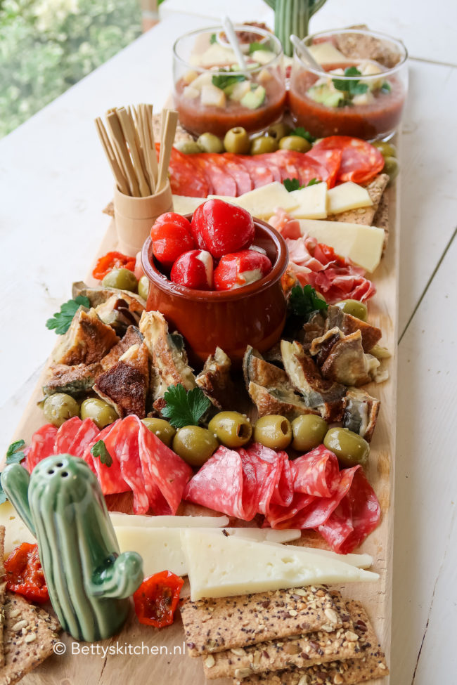 video how to tapas plank maken met spaanse vleeswaren olijven etc © bettyskitchen.nl
