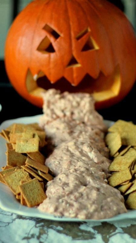 gezonde halloween snacks kotsende pompoen kaasdip