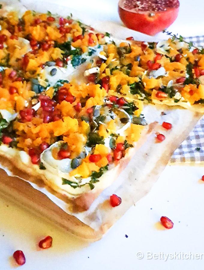recept vegetarische flammkuchen met pompoen en boerenkool