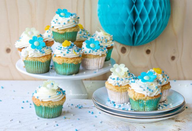 recept cupcakes met citroen en blauwe muisjes gender reveal betty's kitchen