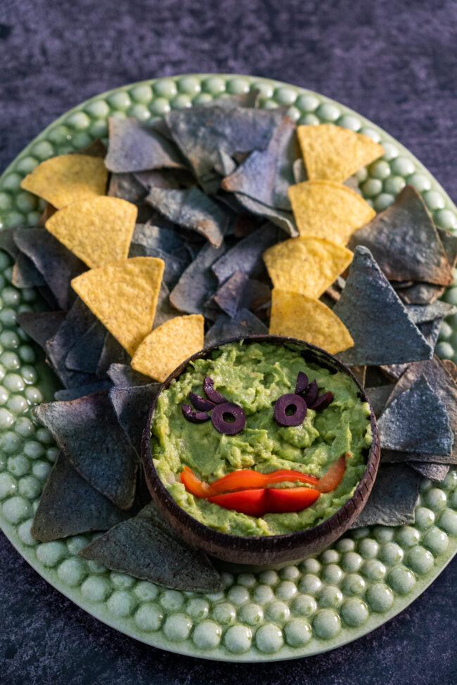 tortilla chips met guacamole gezonde halloween snacks © Bettyskitchen.nl