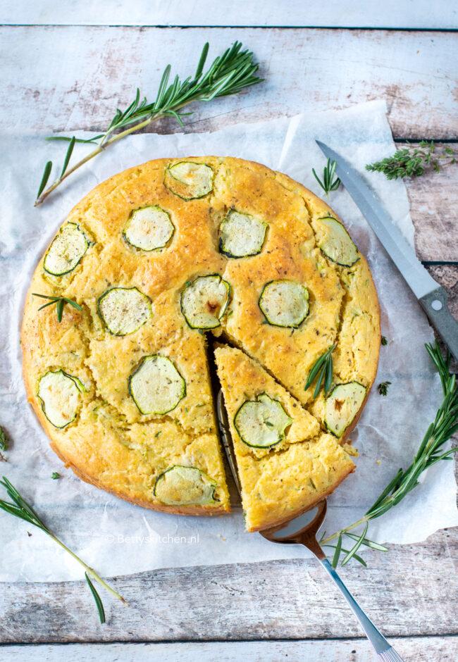 recept voor maisbrood met courgette - cornbread © bettyskitchen