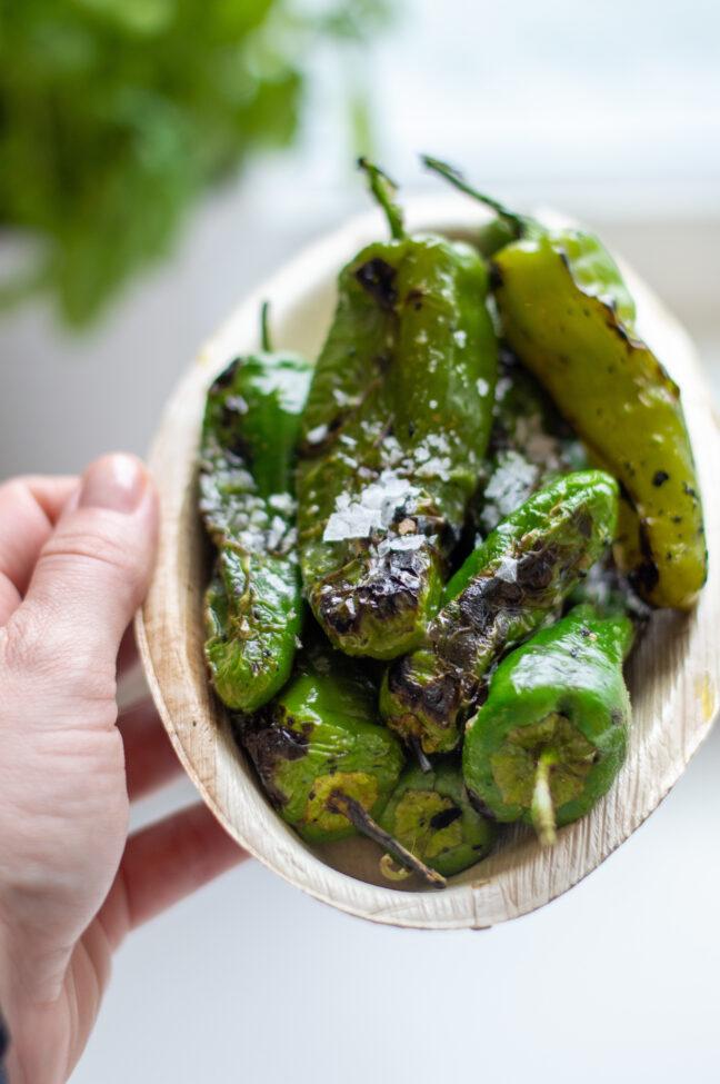 recept voor Pimientos de padrón met zeezout uit de oven of barbecue